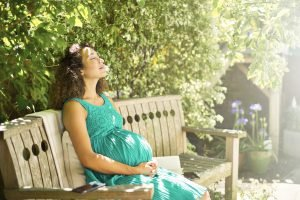 Can you sunbathe when pregnant? Potential dangers and precautions to take
