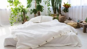 This amazingly easy and natural hack will keep your bedsheets crisp white