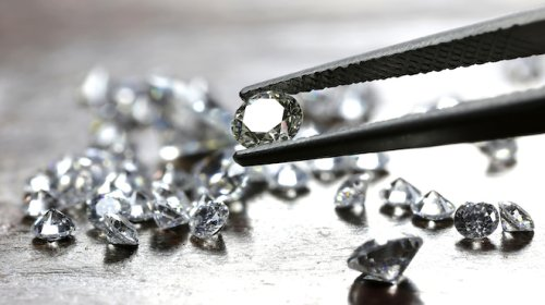 A woman just pulled off a £4m heist replacing diamonds with pebbles