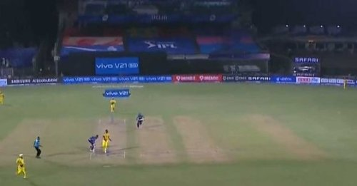 Stephen Fleming defends MS Dhoni over 'spread outfield' on final ball after MI claimed easy double to seal win