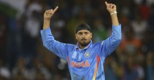 He troubled MS Dhoni, dismissed him several times: Harbhajan Singh wants KKR spinner in India's T20 WC squad