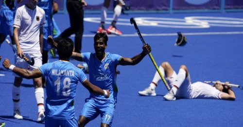 News headlines for Aug 5: Indian hockey team scripts history at Olympics; Ravi Dahiya clinches silver & more