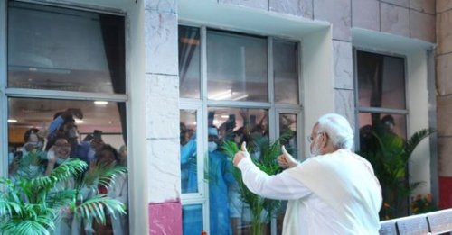 PM Modi's thumbs-up photo from RML Hospital goes viral, netizens call it 'Picture of the Day'
