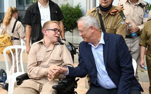 Gantz to form committee to consider universal conscription reform