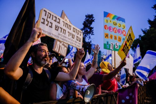 Expecting Netanyahu ouster, protesters rally in Jerusalem one last time