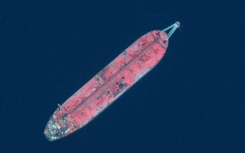 UN: Tanker held hostage off Yemen, with 1 million barrels of crude, may explode