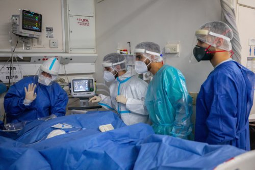 Hand in hand, Israeli-Emirati trio sets up automated surgical glove dispenser