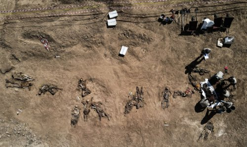 Iraq opens mass grave to identify IS victims