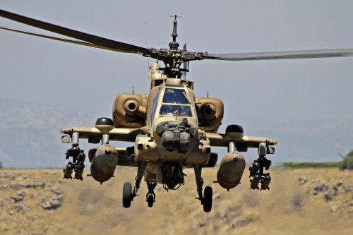 Israeli Apache makes emergency landing in West Bank due to technical problem