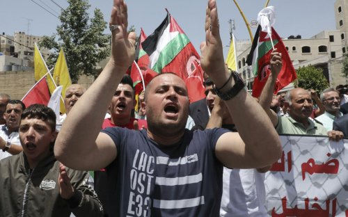 Ahead of Palestinian vote, West Bank homes of 2 candidates hit by gunfire