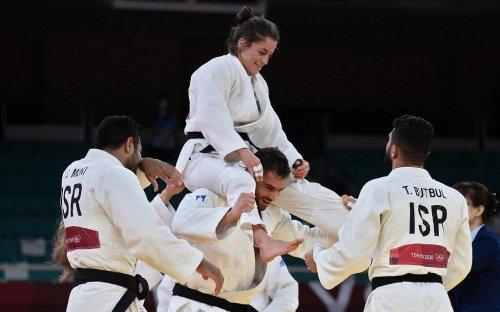 Bennett, Herzog congratulate Israel judo team over bronze win at Olympics