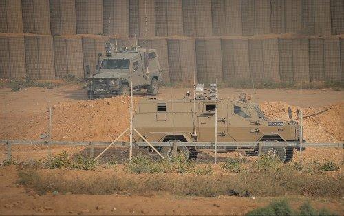 2 Gazans briefly cross into Israel