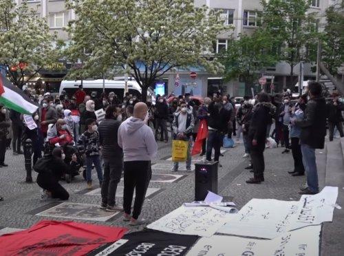 Germany vows 'no tolerance' after Israel-flag burning outside synagogues