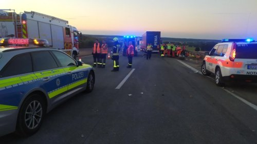 Zwei verletzte Lkw-Fahrer und Verkehrsbehinderungen nach Unfall auf der A9