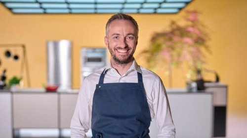Jan Böhmermann steht auf Spargel mit Sauce Hollandaise