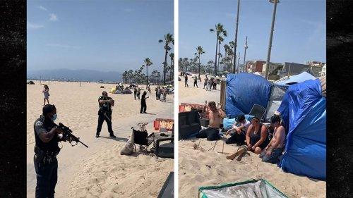 Venice Beach Cops Point Assault Rifles at Homeless ... Called for Man with Gun