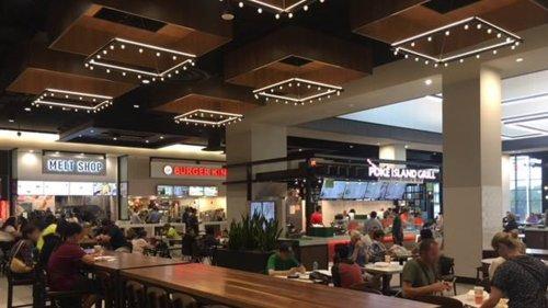 Staten Island Mall Anti-Vaxxers Storm Food Court ... Amid Vaccine Mandate