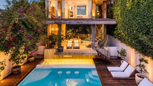 Pam Anderson Says Goodbye to Malibu Sells Home and May Have Shattered Real Estate Record