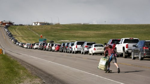 'Absolutely Beautiful': Albertans Line Up at U.S. Border For COVID-19 Vaccinations | To Do Canada