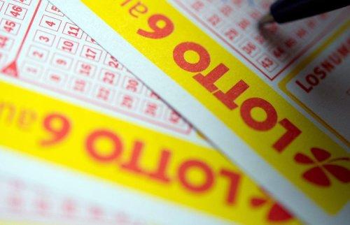 Frau gewinnt knapp 33 Millionen Euro im Lotto – und bemerkt es erst nach Wochen