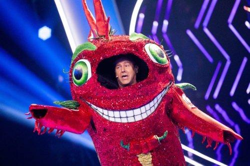 """The Masked Singer"": Jens Riewa steigt aus der Chili – so lief Folge 1"