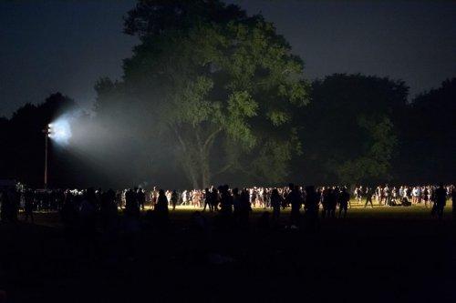 Hamburg: 4000 Leute feiern im Stadtpark – Polizei kommt, Flaschen fliegen