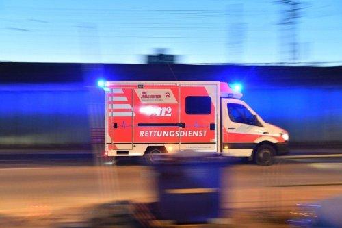Unfall auf dem Weg zu Rettungseinsatz! Drei Verletzte bei Kollision mit Krankenwagen