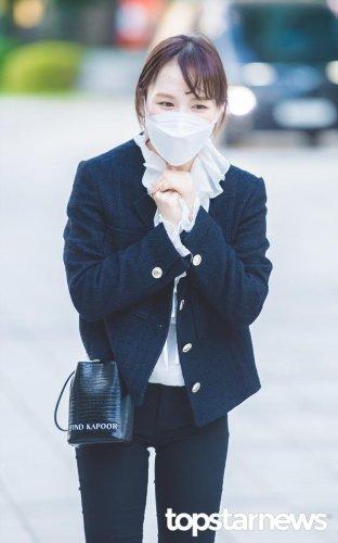 [HD포토] 레드벨벳(Red Velvet) 웬디, '수줍어하는 모습도 귀여워' (웬디의 영스트리트 출근길) #레드벨벳 #RedVelvet #웬디 #영스트리트 #출근 #퇴근 #패션 #프리뷰