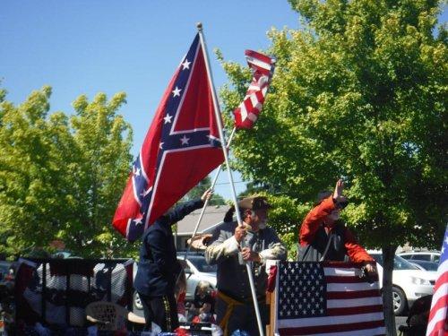 Redmond city councilors denounce use of Confederate flag in parade