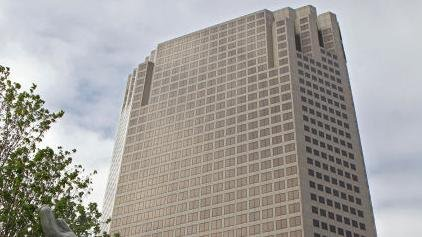 Deal to sell AT&T tower falls through, keeping another building empty in downtown St. Louis