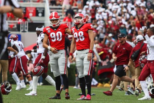 Georgia hopes to avoid another upset between the hedges