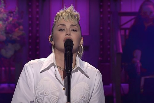 Miley Cyrus Covers Dolly Parton During 'SNL' Cold Open