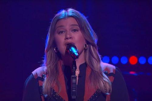 WATCH: Kelly Clarkson Sings Late Joe Diffie on Her Show