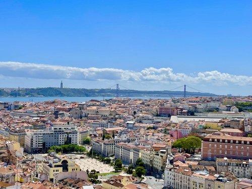 7 Gorgeous Seaside Towns To Visit Near Lisbon
