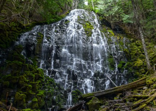 7 Beautiful Waterfalls To Visit In The Pacific Northwest