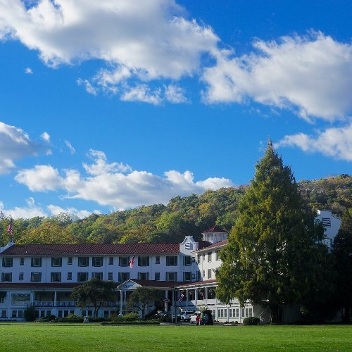 9 Beautiful Poconos Resorts Perfect For Mature Travelers