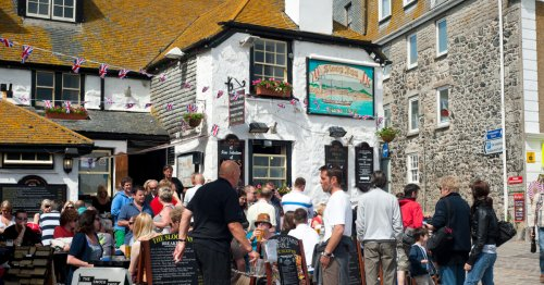 Have A Pint And Spend The Night At One Of The Oldest Inns In Cornwall (Circa 1312) - TravelAwaits