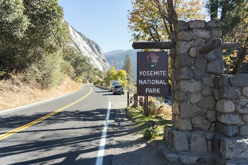 Yosemite Requiring Visitors To Make Advanced Reservations This Summer