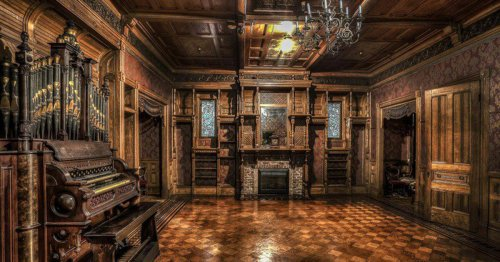 The True Story Behind This Haunted Labyrinthine Mansion - TravelAwaits