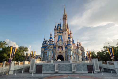 Disney World And Disneyland Again Requiring Masks Indoors For All Visitors