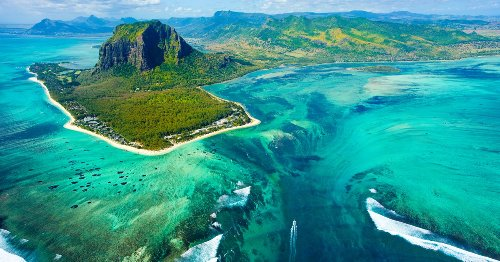 The Spectacular 'Underwater Waterfall' In The Middle Of The Indian Ocean
