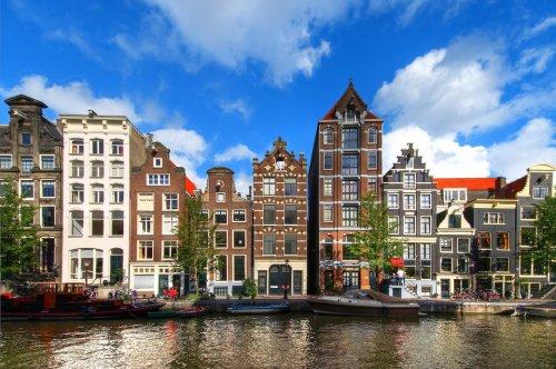 Niederlande schaffen Abstands-Regel ab