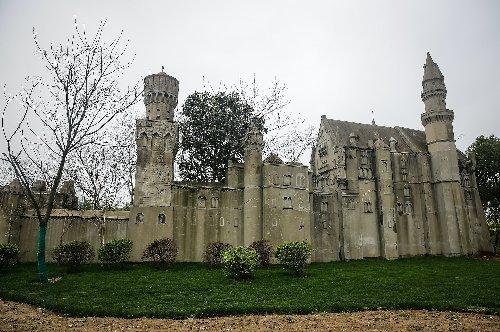 China: Kopie von Schloss Neuschwanstein ein Lost Place - TRAVELBOOK