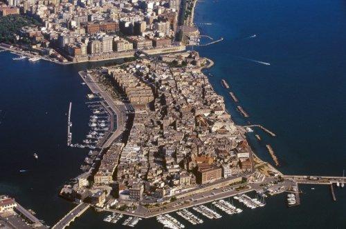 Die besten Reisetipps für die italienische Hafenstadt Tarent