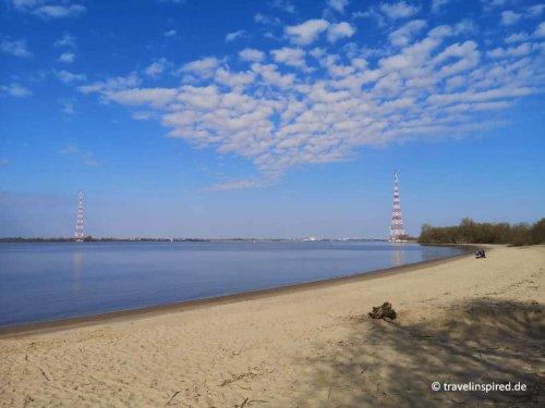 Hetlinger Schanze bei Hamburg: Strand, Deich und Schafe | Travelinspired