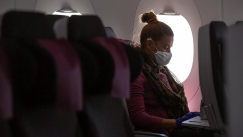 Flight Attendants Call for Extension of Airplane Mask Mandate