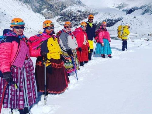 'Cholitas escaladoras' llegan a lo más alto de la reivindicación
