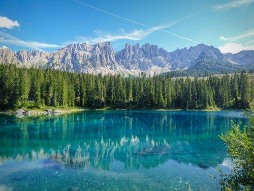 Lago Carezza, il Lago dell'Arcobaleno che lascia tutti a bocca aperta