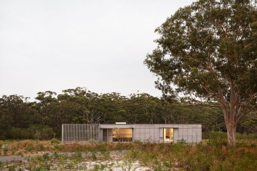 Prefabricated Courtyard House Thinks Out of the Prefab Box