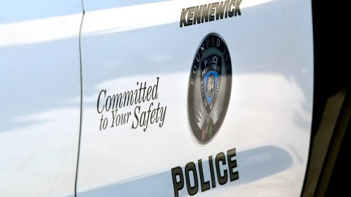 Armed robber hits Kennewick convenience stores on the same street twice this weekend